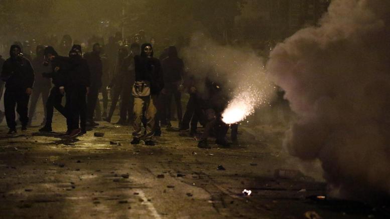 Εξάρχεια: Με βαριές κατηγορίες στον εισαγγελέα 9 Έλληνες & 7 αλλοδαποί