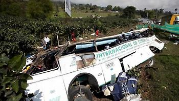 Tραγωδία στην Κολομβία: Λεωφορείο έπεσε σε χαράδρα, 14 νεκροί