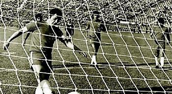 Ο άνθρωπος που βίασε (και) το ποδόσφαιρο σε έναν αγώνα που δεν έγινε ποτέ