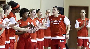 Τα κορίτσια του Ολυμπιακού καλούν τον κόσμο στο γήπεδο (video)