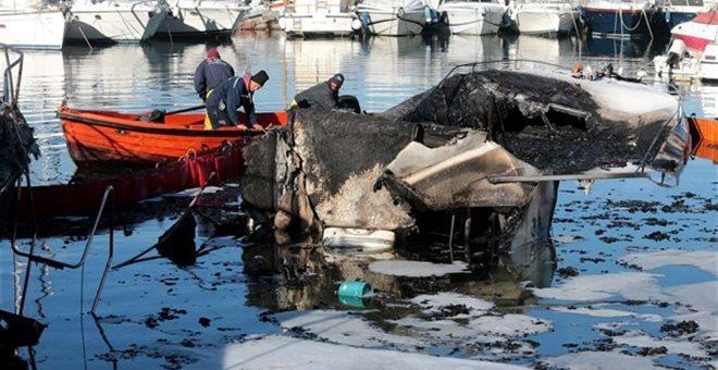 Μερική βύθιση για το σκάφος που πήρε φωτιά στην γ' μαρίνα Γλυφάδας
