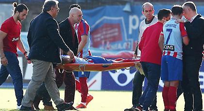 Τραυματίστηκε στη μέση και βγήκε αλλαγή ο Ταπόκο