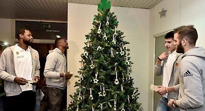 Στόλισε το δέντρο της η ΚΑΕ Παναθηναϊκός (video)