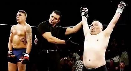 Και στο UFC έχουν καρδιά: Έβαλαν οπαδό του ΜΜΑ με σύνδρομο down στο οκτάγωνο (video)
