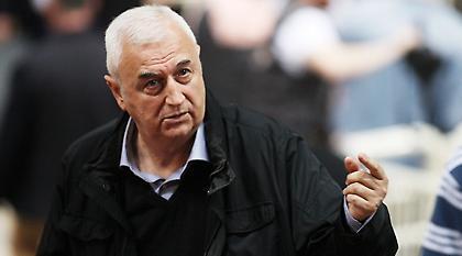 «Δεν ψάχνει προπονητή η ΑΕΚ»