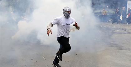 Δακρυγόνα και αντλίες νερού κατά των διαδηλωτών στη Βηρυτό