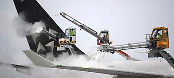 Ο χιονιάς πλήττει τη Γερμανία: 300 πτήσεις ακυρώθηκαν, εκατοντάδες καθυστέρησαν στη Φρανκφούρτη