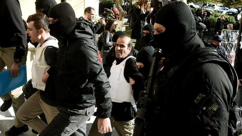 Εγχειρίδιο πειθαρχίας και σκοποβολής σε σπίτι των 9 Κούρδων του DHKP-c