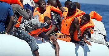 Διασώζοντας πρόσφυγες στη Μεσόγειο: Άδεια βλέμματα, πρόσωπα όλο δάκρυα