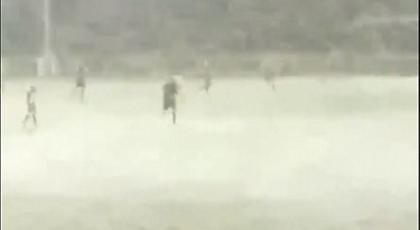 Ούτε η... χιονοθύελλα δεν σταμάτησε ματς στην Ουαλία! (video)