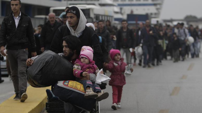 Στο λιμάνι του Πειραιά 183 πρόσφυγες από Λέσβο και Χίο