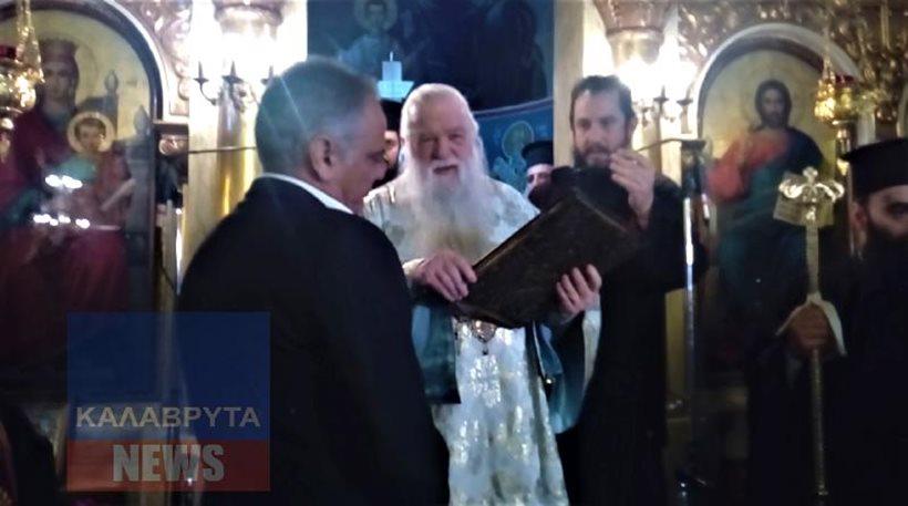 Βίντεο: Ο Αμβρόσιος προέτρεψε τον Σκουρλέτη να ασπαστεί το Ευαγγέλιο και εκείνος το απέφυγε