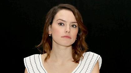 Άναψε φωτιές η πρωταγωνίστρια του Star Wars με το ντεκολτέ της