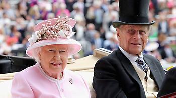 Το απίστευτο χριστουγεννιάτικο δώρο της Βασίλισσας Ελισάβετ στο προσωπικό της