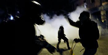 Επιθέσεις με μολότοφ και πέτρες εναντίον διμοιρίας των ΜΑΤ στα Εξάρχεια