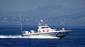 Παρασύρθηκε παροπλισμένο πλοίο και προσάραξε στην Κυνόσουρα