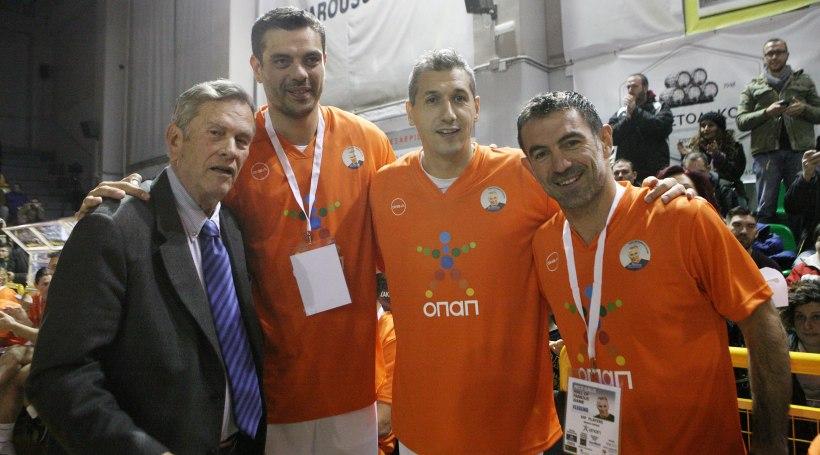 Ο Καραγκούνης παίζει... μπάσκετ! (video)