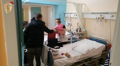 Μοίρασαν χαμόγελα οι παίκτες της ΑΕΛ στο Πανεπιστημιακό νοσοκομείο Λάρισας