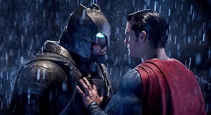 O Superman σκοτώνει τον Batman στη νέα ιστορία της DC!