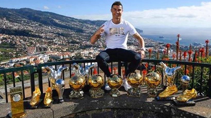 Ο Ρονάλντο πήρε τα βραβεία του στη Μαδέιρα (pic)