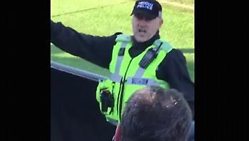 Φοβερός αστυνομικός οργανώνει κερκίδα στην Αγγλία (video)