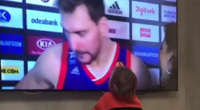 «Μάγεψε» τον υιό του ο Ζόραν Ντράγκιτς (video)