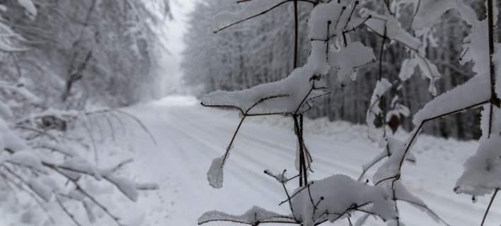 Πέφτει και άλλο η θερμοκρασία την Κυριακή- Καταιγίδες και χιόνια