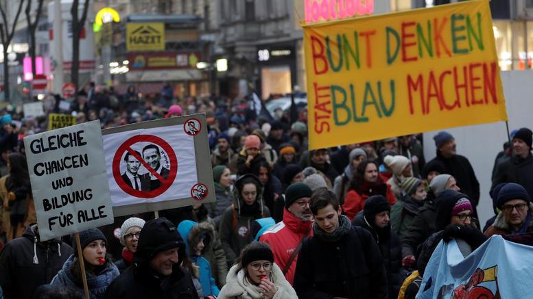 Στους δρόμους 20.000 Αυστριακοί για την «μαύρη» συμμαχία