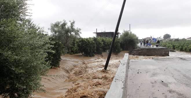 Προληπτική εκκένωση καταυλισμού Ρομά στην Καρδίτσα λόγω της κακοκαιρίας