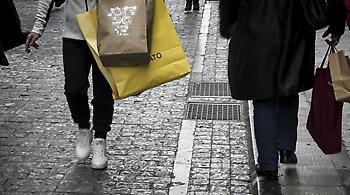 Συγκρατημένοι οι καταναλωτές την πρώτη Κυριακή των εκπτώσεων