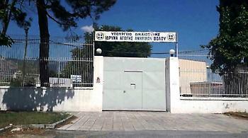 Βόλος: Ανήλικος δραπέτης διέρρηξε δημοτική υπηρεσία και καφετέρια
