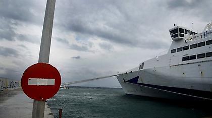 Δεμένα τα πλοία σε Πειραιά, Λαύριο, Ραφήνα λόγω των ισχυρών ανέμων