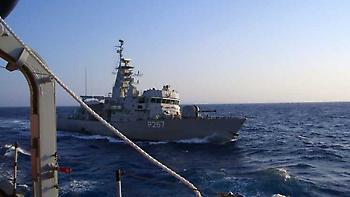 Η στιγμή που το τουρκικό σκάφος ακουμπά το «Νικηφόρος»