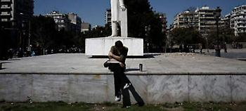 DW: Σε άθλιες δουλειές ημιαπασχόλησης οι Ελληνες & η κυβέρνηση πανηγυρίζει