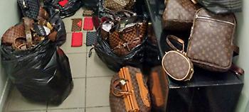 Κεντρικά μαγαζιά στη Θεσσαλονίκη πουλούσαν «μαϊμού» τσάντες, ζώνες & φουλάρια (pics)