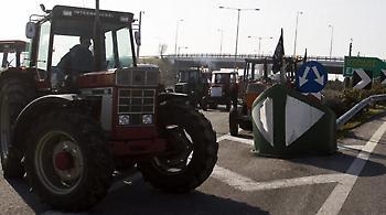 «Ζεσταίνουν» τα τρακτέρ οι αγρότες της Λάρισας - Πού θα στηθούν τα πρώτα μπλόκα