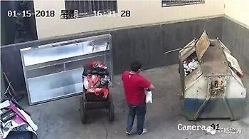 Φρίκη στην Ινδία: Πατέρας πέταξε τη νεογέννητη κόρη του στα σκουπίδια