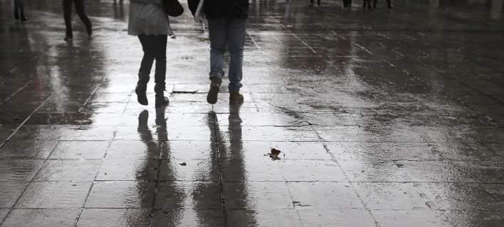 Με βροχές και σποραδικές καταιγίδες η Κυριακή