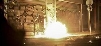 Εξάρχεια: Διπλή επίθεση με βόμβες μολότοφ εναντίον των ΜΑΤ