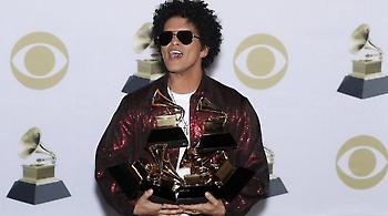 Μπρούνο Μαρς και Κέντρικ Λαμάρ κυριάρχησαν στα Grammys