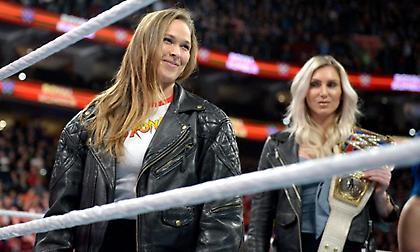 Εμφάνιση-έκπληξη από τη Ronda Rousey στο Royal Rumble και πλήρης συμφωνία με το WWE