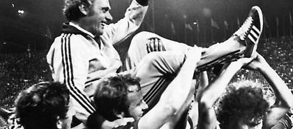 Ο Ούντο Λάτεκ που μισούσε θανάσιμα ο Ότο Ρεχάγκελ για το 12-0 και το χαμένο πέναλτι – τίτλος στο 89'