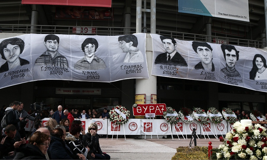 Όλη η οικογένεια του Ολυμπιακού στο μνημόσυνο για τη Θύρα 7 (pics)