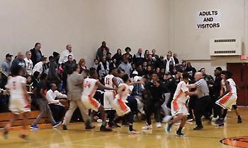 Άγριο ξύλο σε αγώνα μπάσκετ γυμνασίων στις ΗΠΑ! (videos)