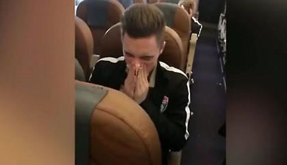 Παίκτης σκουπίστηκε με χαρτονόμισμα 5.000 ρουβλιών: «Θα το έδινα σε φτωχό, αλλά τρέχει η μύτη μου»