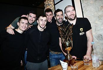 Έτσι γιόρτασαν την κατάκτηση του Κυπέλλου οι παίκτες της ΑΕΚ στην Κρήτη