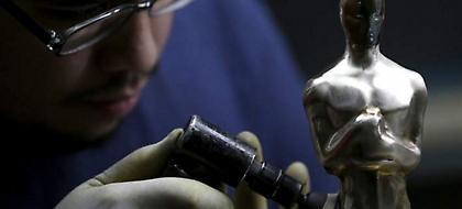 Πώς κατασκευάζονται τα φημισμένα αγαλματίδια των Όσκαρ