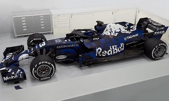 «Τα σπάει» η νέα Red Bull με… καμουφλάζ! (pics/video)