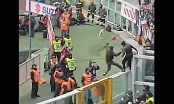 Οπαδός της Τορίνο πέταξε από την εξέδρα φίλο της Γιουβέντους (video)