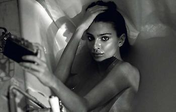 Η Έμιλι Ραταϊκόφσκι στην πιο γυμνή φωτογράφισή της (μέχρι την επόμενη)